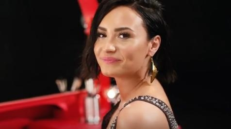 "Demi Lovato estrela novo comercial da marca ""NYC Color"""