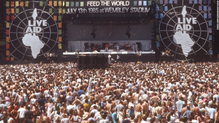 Live Aid, evento organizado por Bob Geldof e Midge Ure com o objetivo de arrecadar fundos em prol dos famintos da Etiópia. Foto: Divulgação.