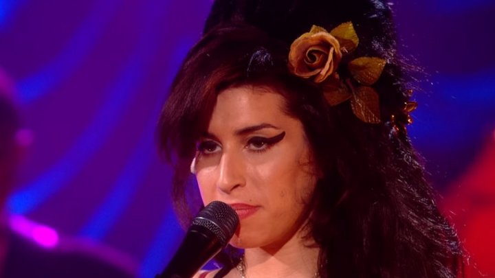 Resultado de imagem para Amy Winehouse - Love Is A Losing Game (An Intimate Evening In London)