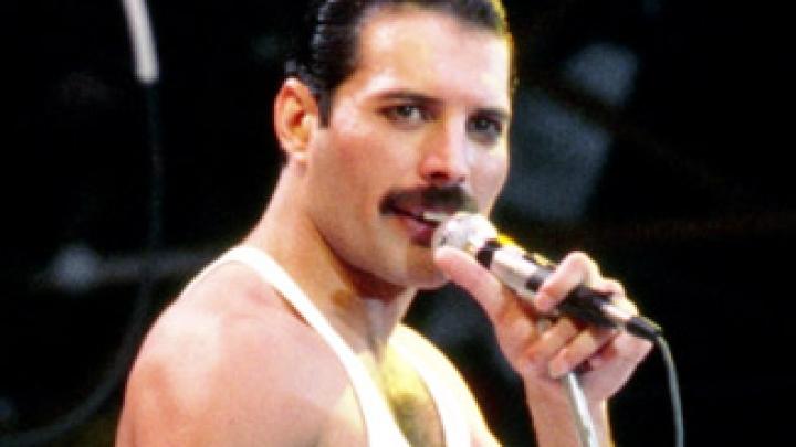 """Freddie Mercury """"participará"""" de espetáculo musical do Queen - VAGALUME"""