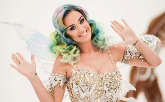 """Ouça uma prévia estendida de """"Everyday Is A Holiday"""", novidade de Katy Perry"""